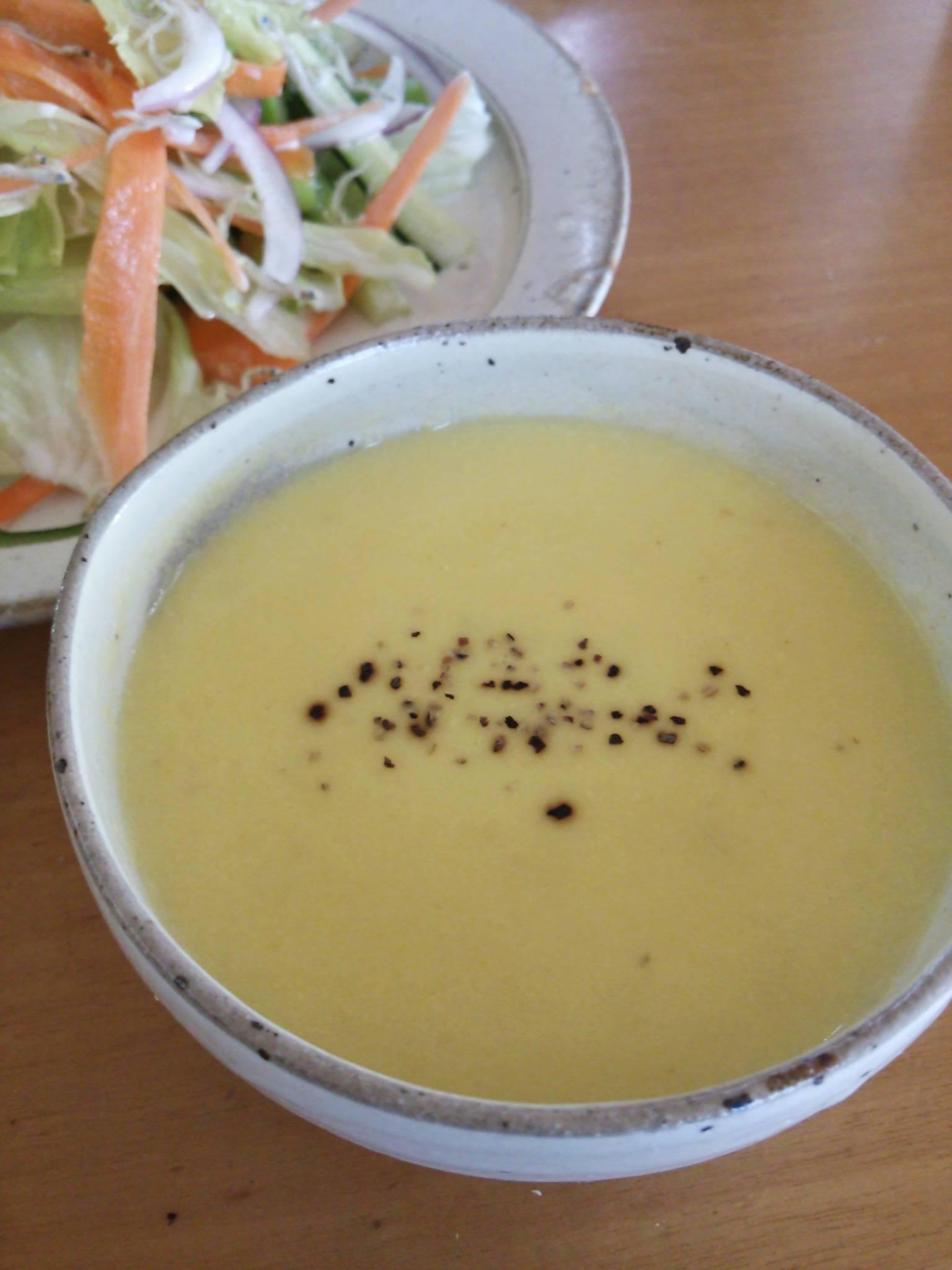 スープとサラダの朝